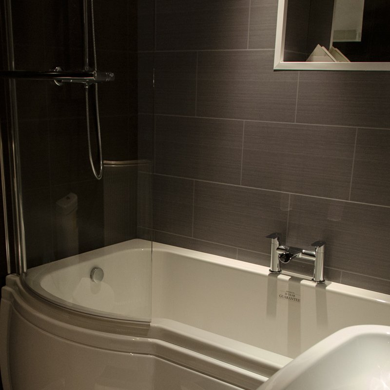 Grey bathroom cladding direct black sparkle bathroom for Bathrooms direct